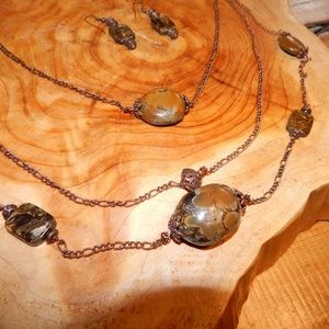 Jewelry - Stunning Agate Stone Necklace & Earring Set